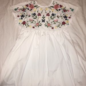 beautiful embroidered dress (L)